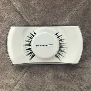 MAC false glue on eyelashes style #7